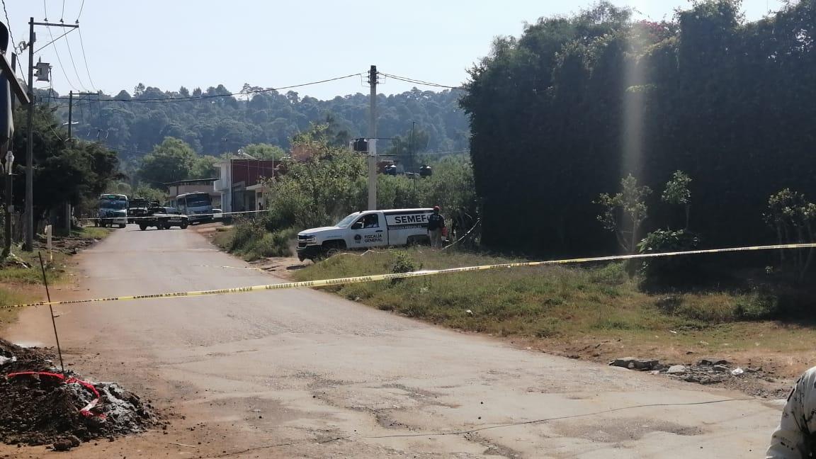 """Encuentran dos cuerpos """"encajuelados"""" en un taxi en Uruapan. Noticias en tiempo real"""